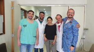 Drs. Geane e Paulo R. Margotto com os Residentes da Unidade de Neonatologia do HMIB: Igor, Borela  André) (5/2/2020)