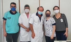 Drs. João Paulo S. Cezar (R3 em UTI Pediátrica HMIB/SES/DF), Sergio Veigas, Paulo R. Margotto, Tatiane e Joseleide de Castro (Unidade de Neonatologia do HMIB/SES/DF, 28/10/2020)