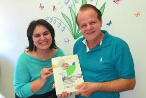 Dra. Sandra Lins e Dr. Paulo R. Margotto recebendo a Prova do  do Livro Assistência ao Recém-Nascido de Risco, 4a Edição, 2021 (30/12/2020)