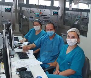Drs. Vera, Paulo R. Margotto e Gislaine na UTI Neonatal do Hospital Santa Lúcia em 4 de janeiro de 2021