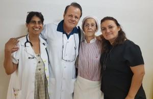 Drs. Rosângela Cândido, Paulo R. Margotto, (D. Helena) e Carla no Alojamento Conjunto do HMIB (19/12/2018)
