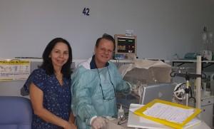 Drs. Joseleide de Castro e Paulo R. Margotto realizando Ecografias transfontanelasres na Unidade de Neonatologia do HMIB/SES/DF (19/12/2018)